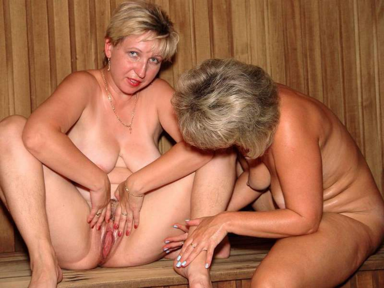 Парнуха с мамой в бане Вами
