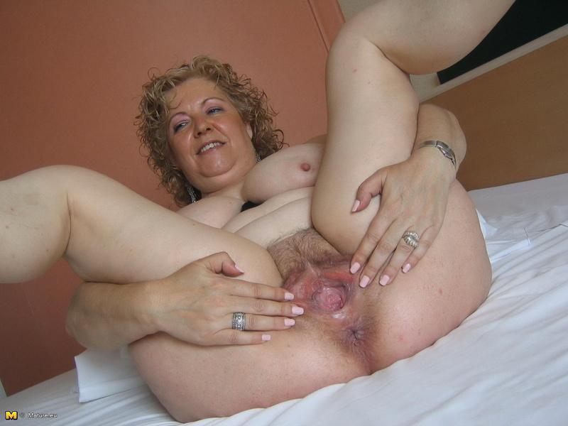 жирная мастурбирует влагалище крупно