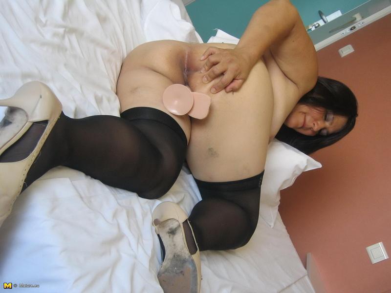 Порно фото огромные жопы матюрок раком