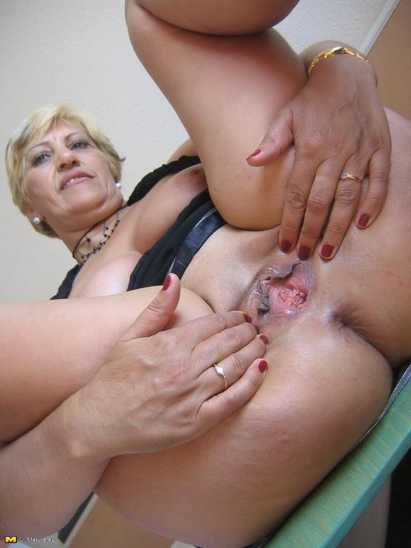 Порно фото клиторы зрелых женщин
