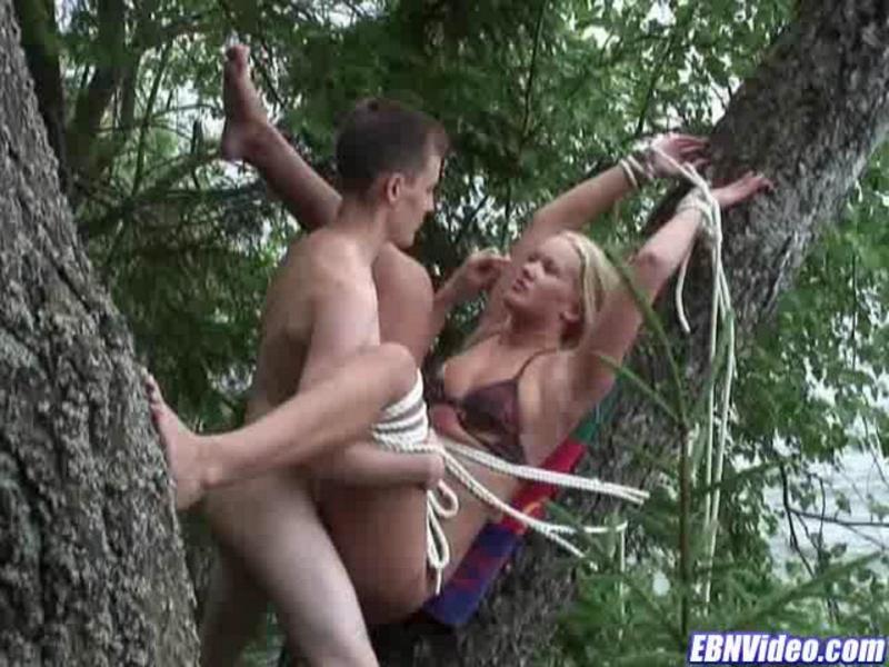 Видео сэкса на дереве фото 502-678