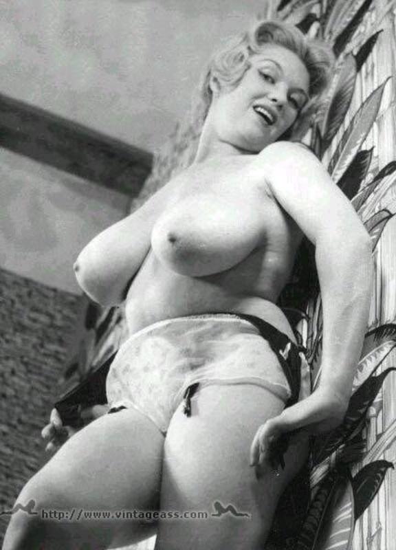 krasivie-devushki-bryunetki-foto-erotika