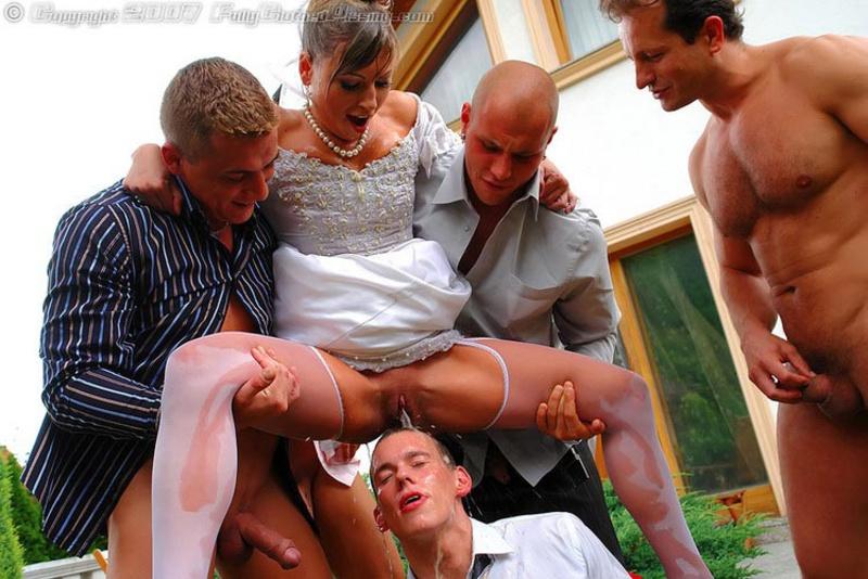 трахают толпа невесту мужиков