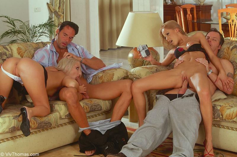 Две Семьи Играют На Секс