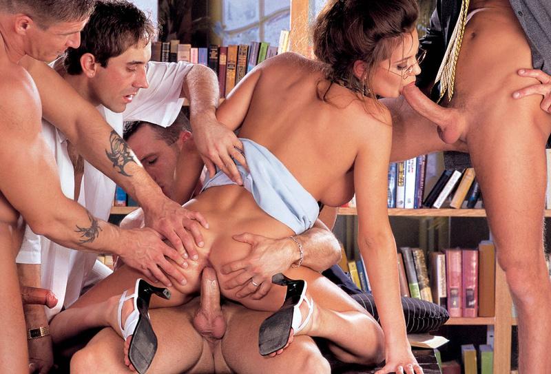 seks-v-biblioteke-porno-s-bryunetkoy