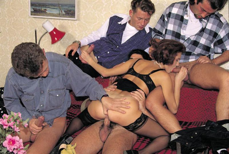 Смотреть порно с несколько мужчинами