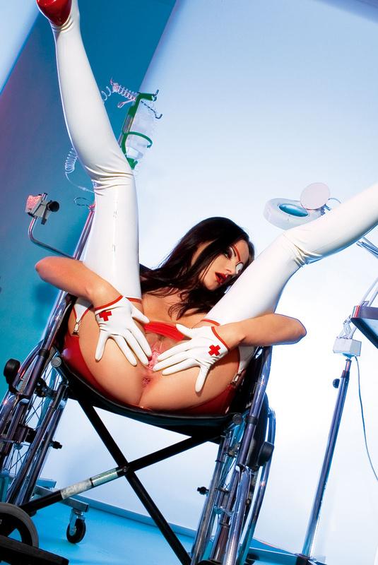 сексуальная медсестра обслужила своего пациента фото