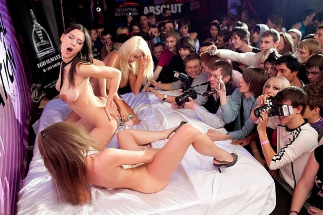 Смотреть стриптис голых девушек, Стриптиз танцы - порно видео онлайн, смотреть порно 8 фотография