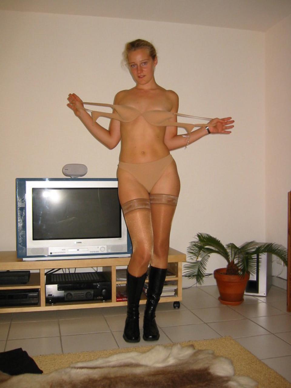 Фотки женской груди домашние была