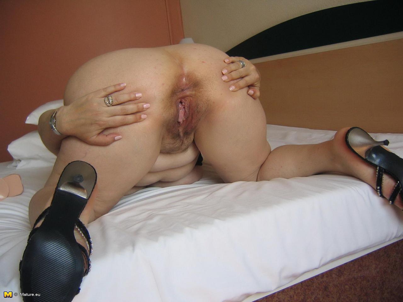 porno-fotografii-zhenshin-sostoyashih-rakom