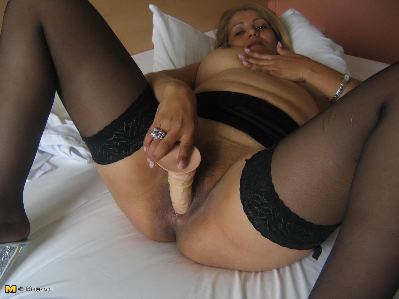 Порно зрелые с дилдо