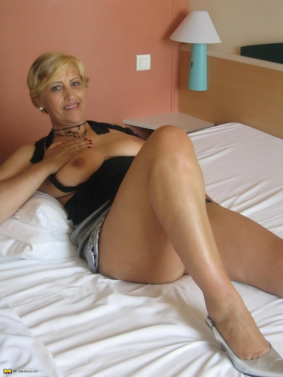 Зрелая блондиночка