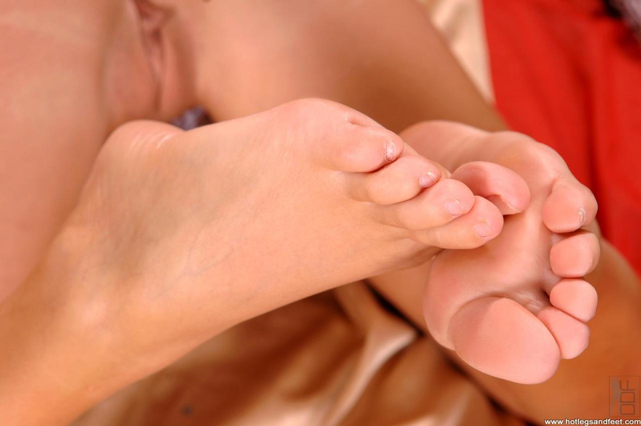 Фут фетиш красивые ножки, Извращенский фут фетиш с похотливыми зрелыми 7 фотография