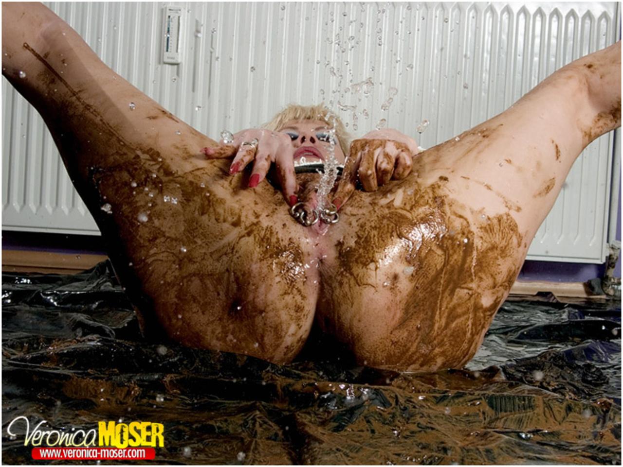 Секс в жопу в говне, с говном девушку извращенец в жопу трахает - смотреть 11 фотография