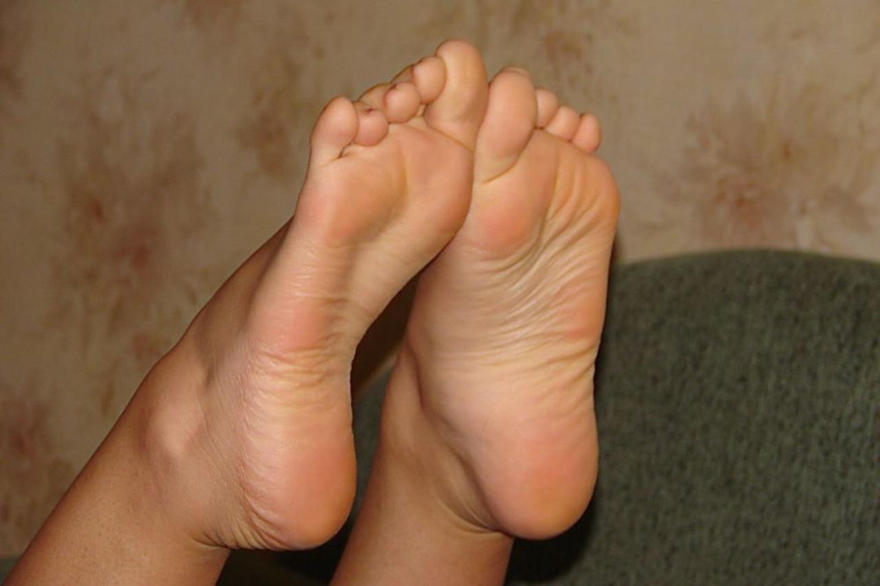 Фут фетиш красивые ножки, Извращенский фут фетиш с похотливыми зрелыми 12 фотография