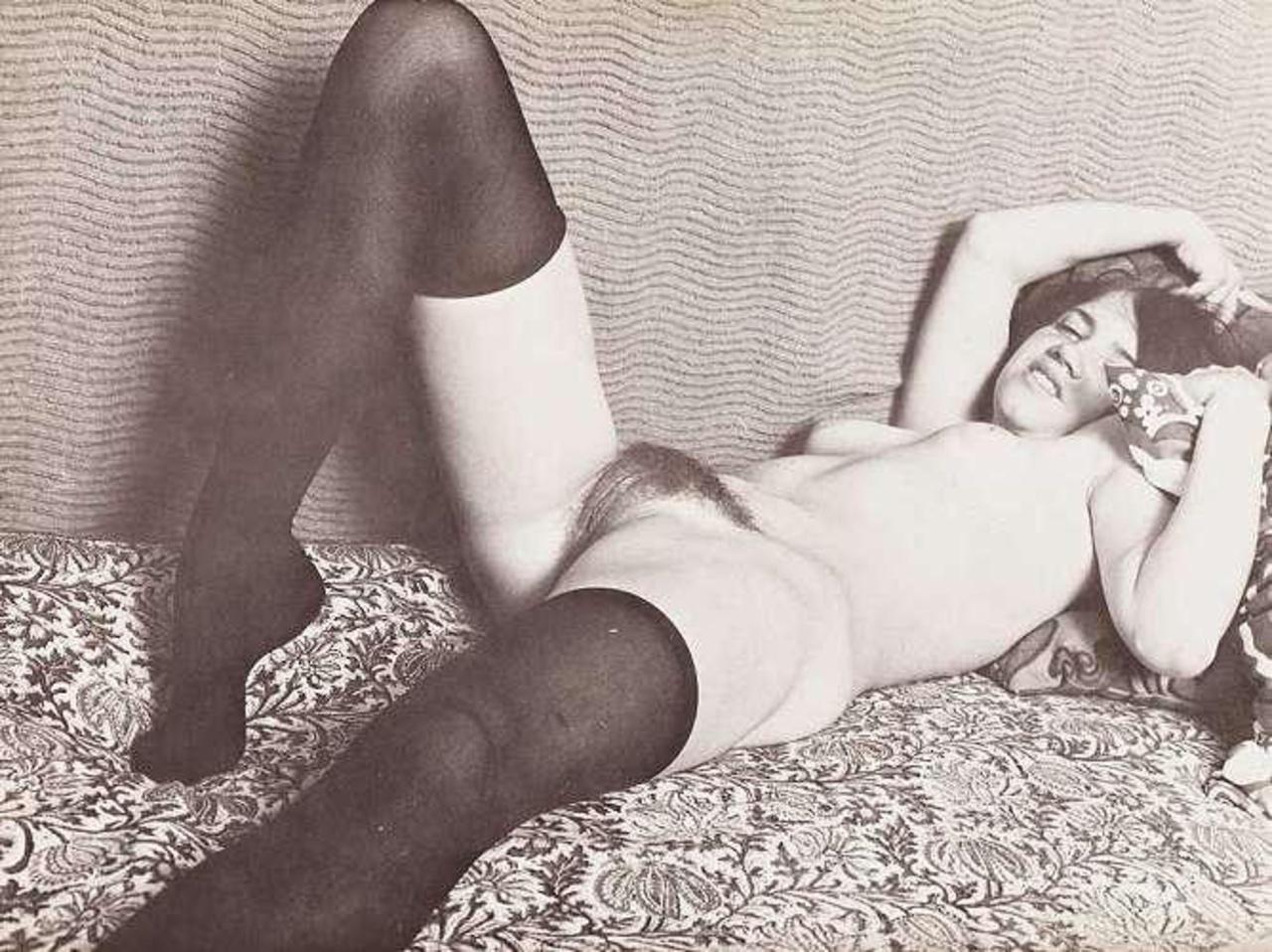 Фото ретро чулки порно, Ретро порно фото. Старое секс фото 11 фотография