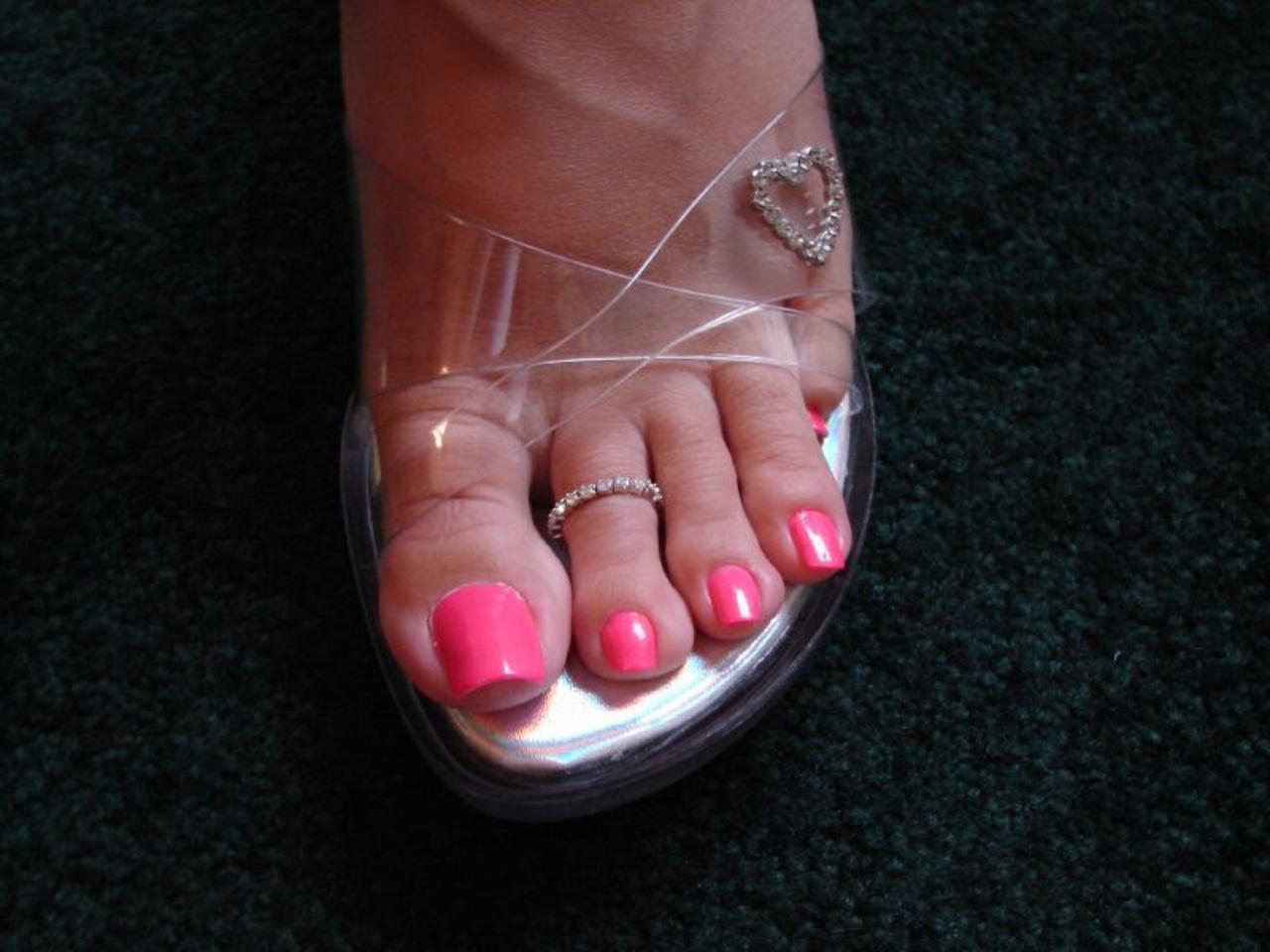 Красивые ногти на ногах девушки фото