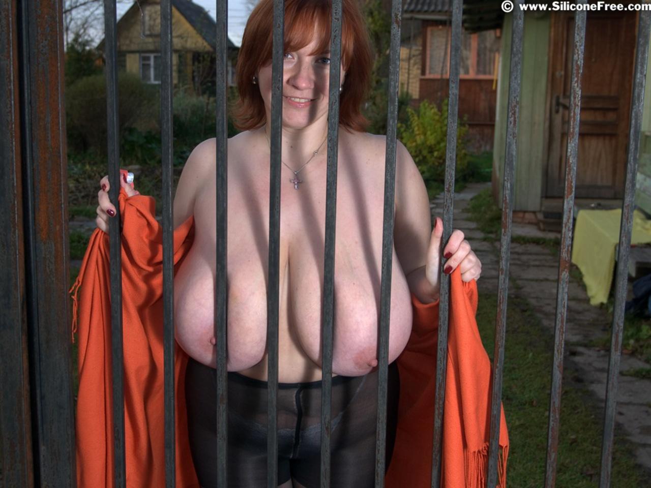 Беркова порно тягает себя за сиськи обнаженная