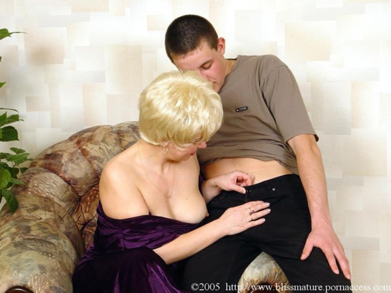 Смотреть онлайн как русская женщина соблазняет парня, Пышная русская женщина мастерски соблазняет 14 фотография