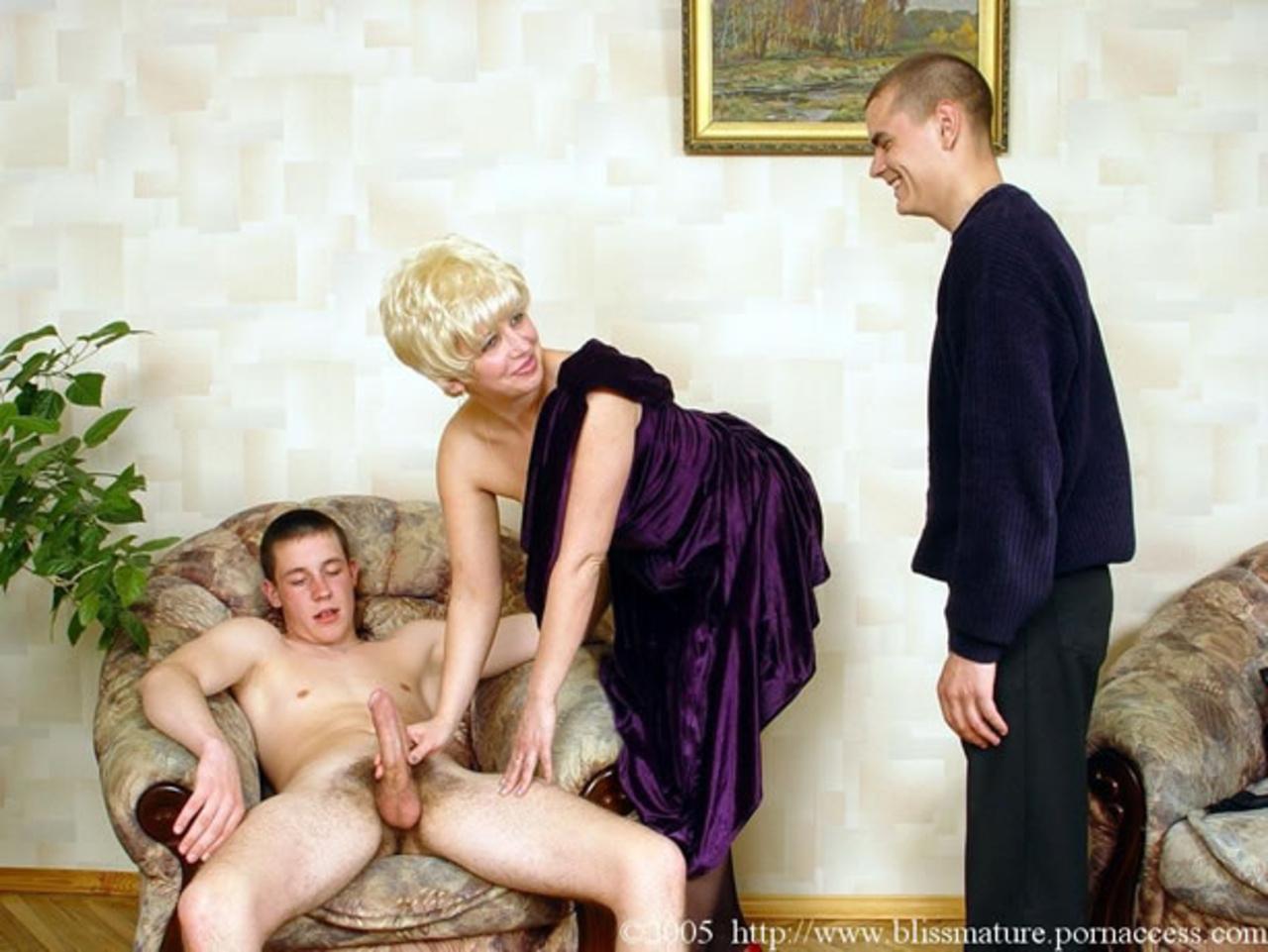 russkoe-porno-mama-soblaznila-druga