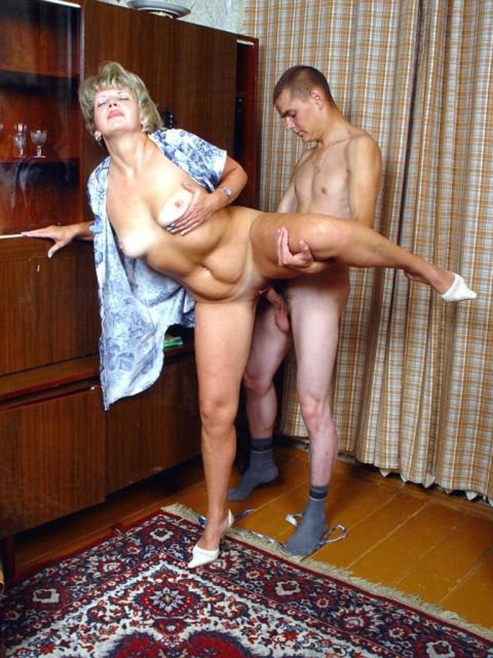 Возрастё жон в фото мам порно баб