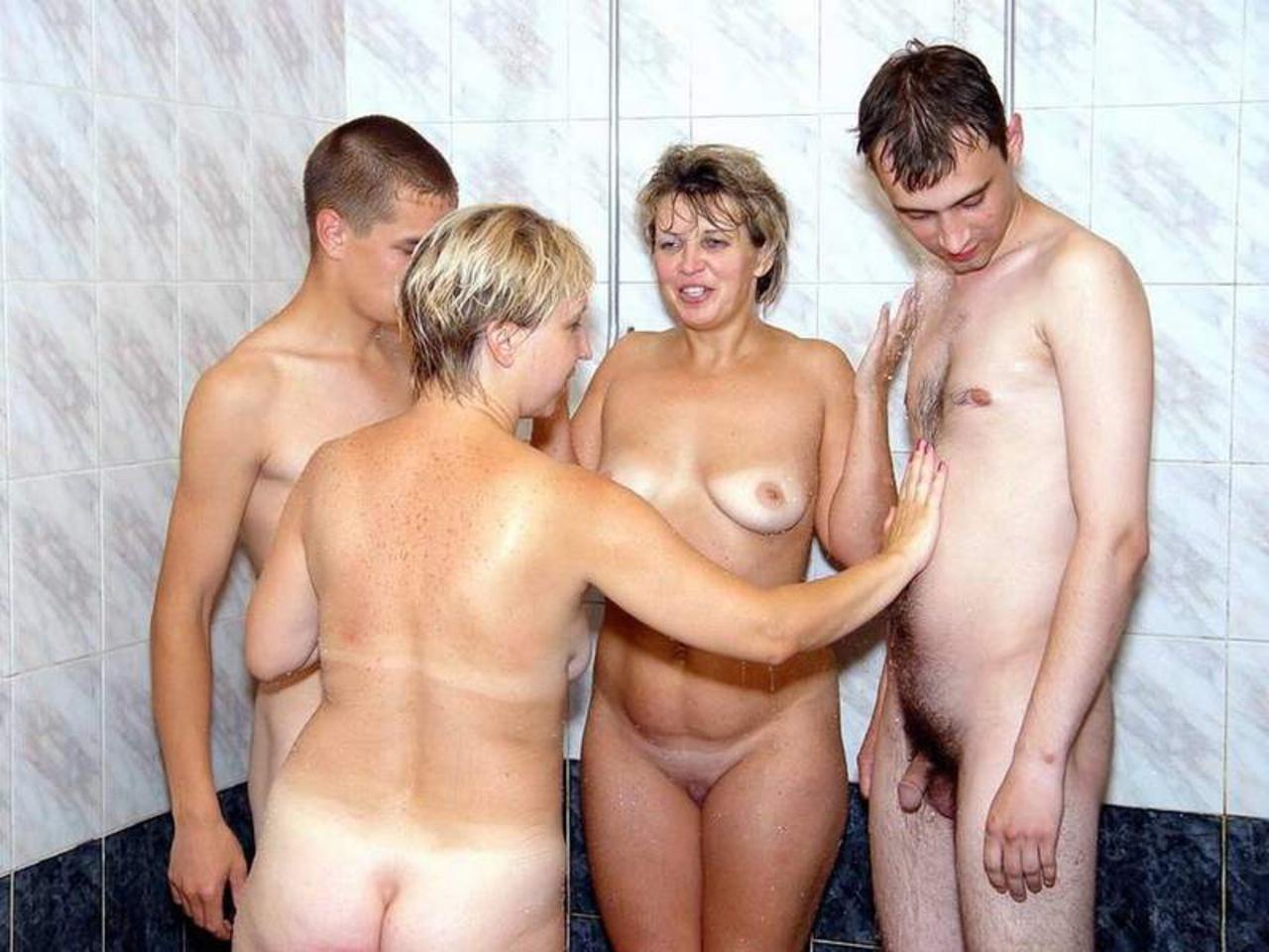 фото молодых голых парней и пожилых дам