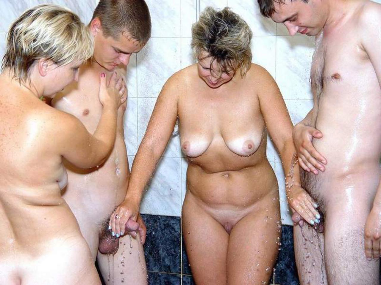 Фото ню сын с мамой в бане, Мамка с роскошным телом парится в бане - порно фото 9 фотография