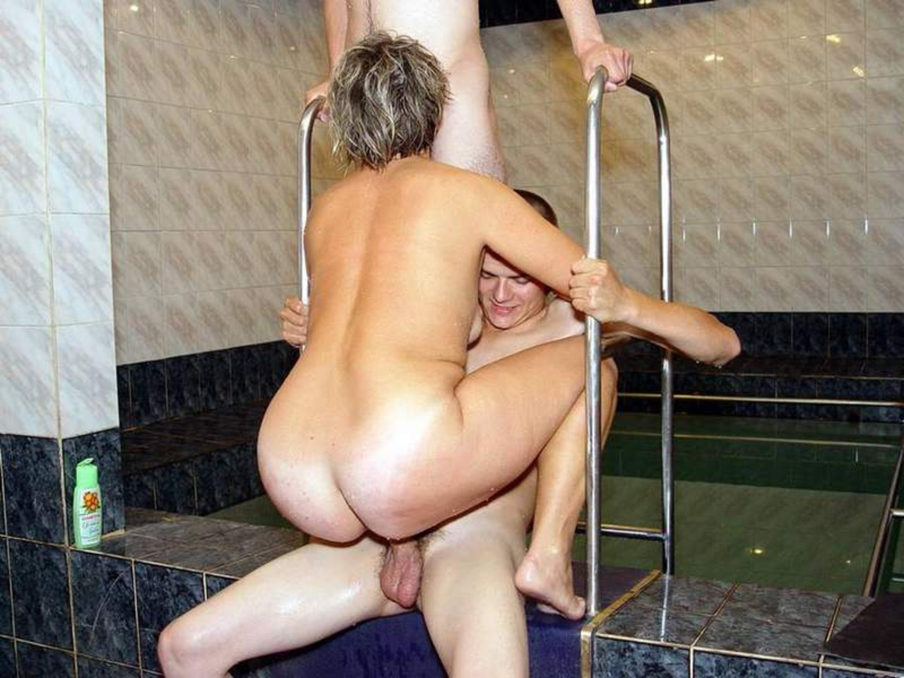 Фото ню сын с мамой в бане, Мамка с роскошным телом парится в бане - порно фото 10 фотография