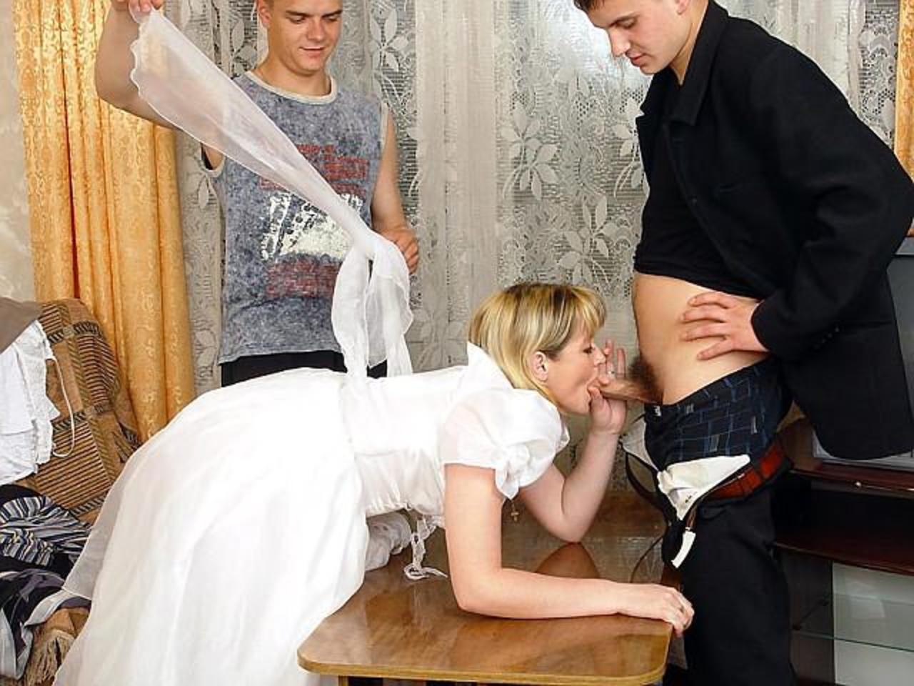 Свекор ебет невесту на свадьбе, завелась