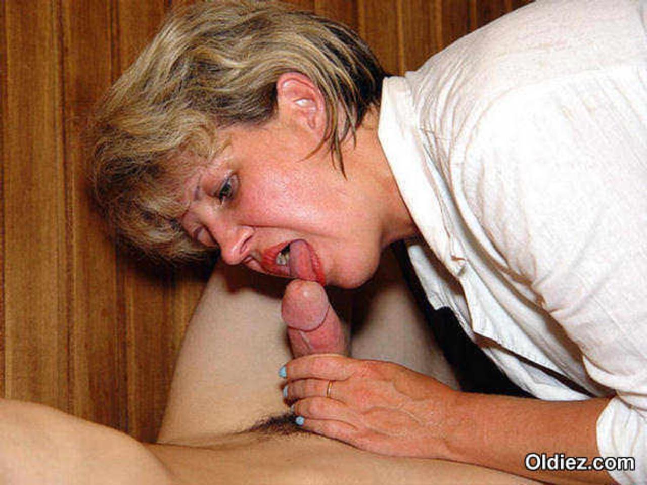 Фото порно зрелые миньет, Зрелые мамашки в чулках позируют голыми и любят 8 фотография