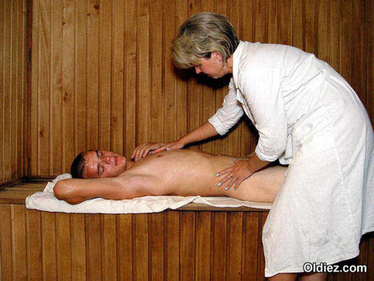video-massazh-v-bane-eroticheskiy