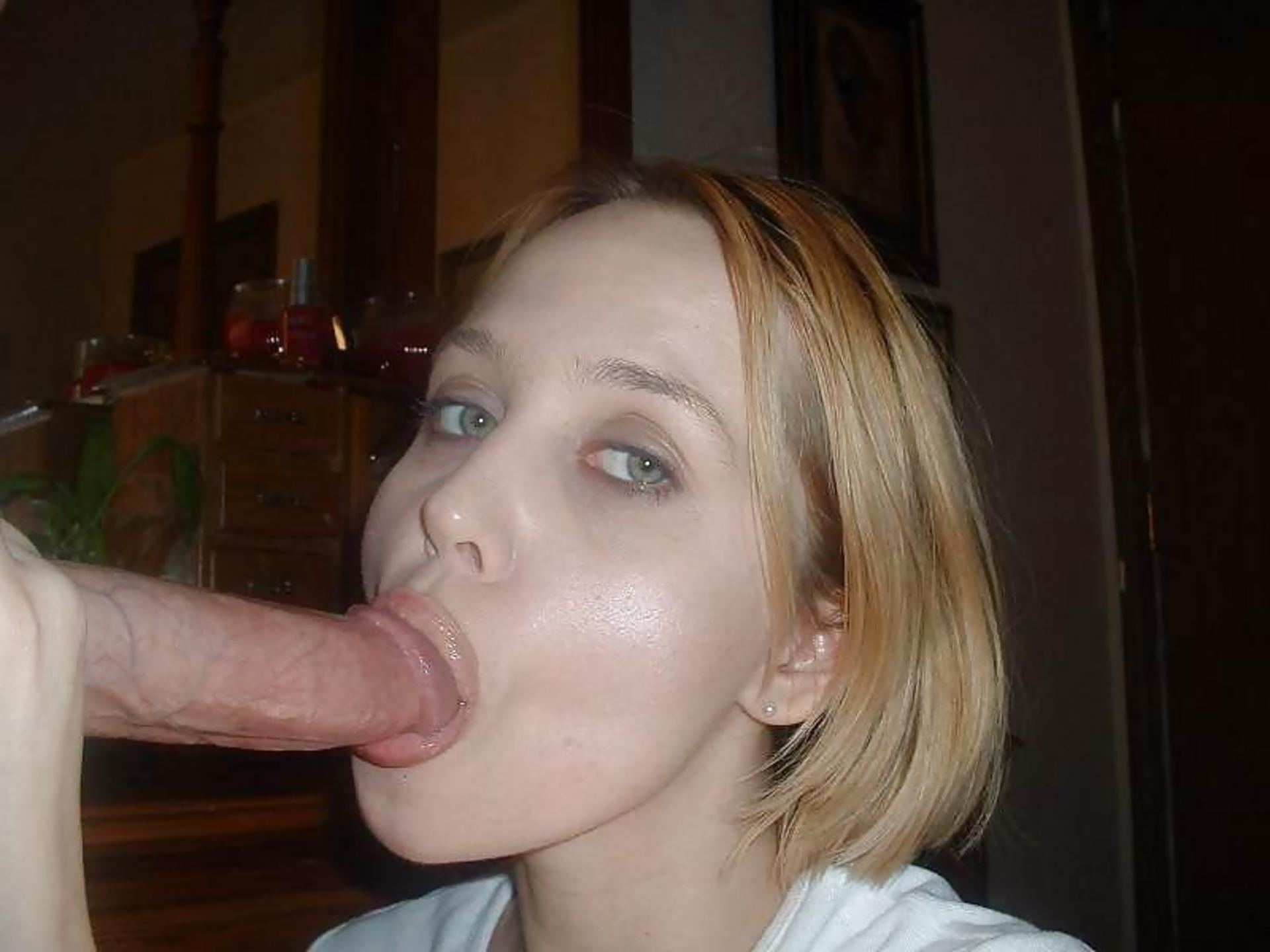 Фото девушек с членом в роте, Домашние девочки берут в рот (50 фото) 11 фотография
