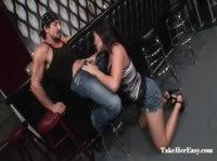Тайской барменше стало одиноко