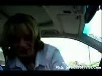 Зрелая дама обслужила парня в машине