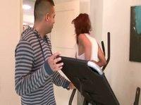Женщина выбрала другие упражнения