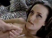 Сексуальная девушка заставила парня кончить
