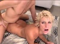Мужик снял на камеру свой великолепный секс с блондинкой