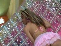 Сексопильная девушка танцует для парня