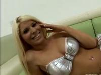 Сисястая блондинка очень заводит