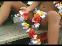 Гавайская красавица зажигает!