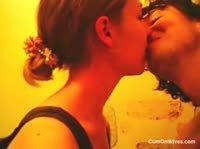 Яркая пара занимается сексом в ванной