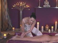Работница массажного салона входит в стоимость массажа