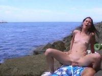 Секс на пляже по хардкору