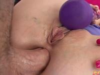 Хер в жопу, да ещё и фиолетовый вибратор