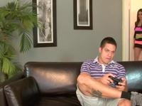 Баба не даёт пацану поиграть в PlayStation