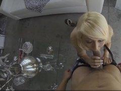 Блондинку сняли на улице, заложили ей хуй за щеку и выебли раком