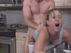 Кухонный перепихон мужа и жены