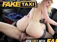 Приключения большой жопы в такси