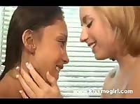 Неопытные девы захотели стать лесбиянками.